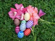 Velikonoční vajíčka dekorované nití
