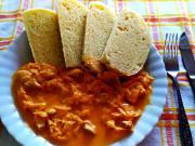 Segedínský guláš z kuřecího masa. Lehčí verze oblíbeného jídla.